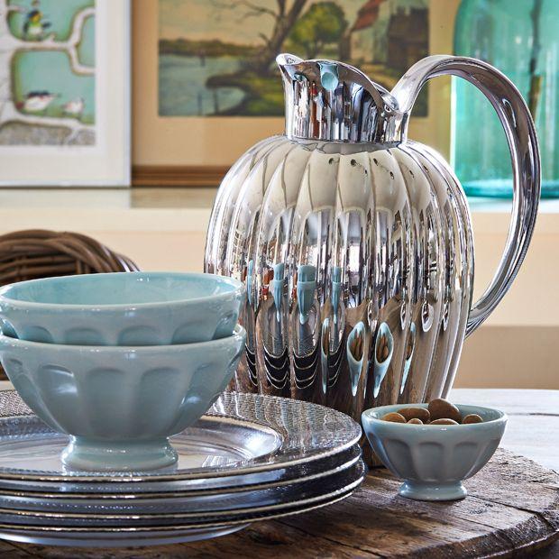 Der er ingen grund til at skille sig af med en termokande til te, der pludselig lugter af kaffe. Her får du tre metoder til at fjerne kaffelugten.