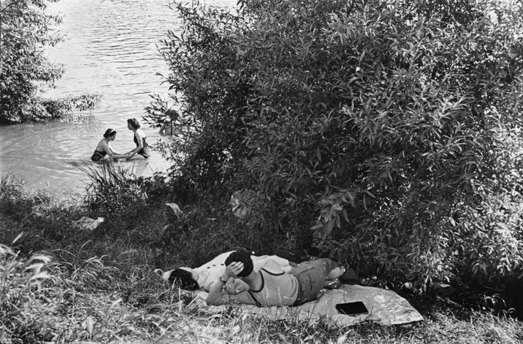 First paid holidays, banks of the Seine, France, 1936 © Henri Cartier-Bresson/Magnum Photos, courtesy Fondation Henri Cartier-Bresson