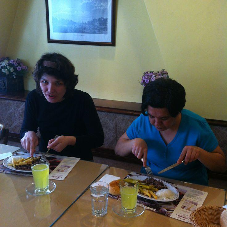 23 Nisan haftasında İzev'li çocuklarımızla Beyoğlu Şubemizde öğle yemeğinde bir araya geldik!..