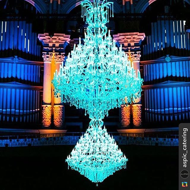 A picture is worth a thousand words. #eventosbarcelona #eventsbarcelona #dmcprofs #lighting #iluminacion #salaoval #mnac #luxuryevents #events #aspic_catering #events #galadiner #cenadegala #chandelierrental #lustres #eventdesign #chandeliers