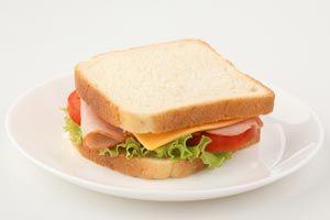 Ofrecemos gran diversidad en sandwiches para su deleite