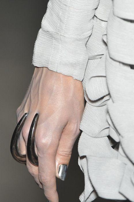 Gareth Pugh Repinned by www.fashion.net