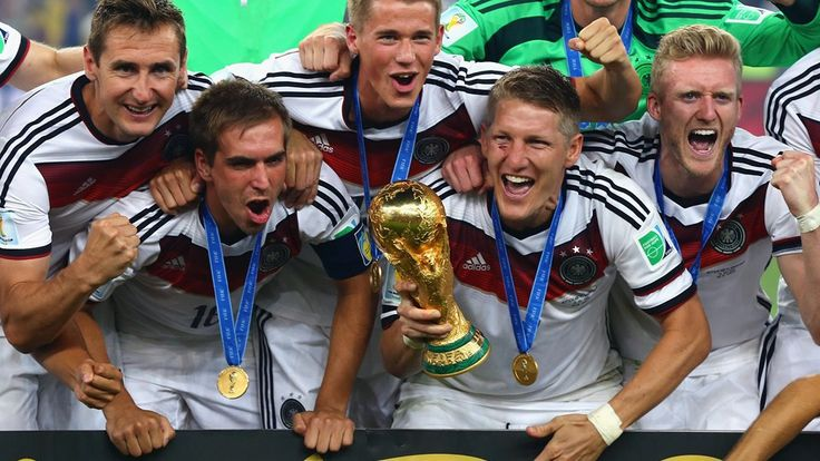 RIO DE JANEIRO, BRAZIL - JULY 13: (L-R) Miroslav Klose, Philipp Lahm, Erik Durm, Bastian Schweinsteiger and Toni Kroos of Germany celebrate with the World Cup trophy after defeating Argentina 1-0 in extra time during the 2014 FIFA World Cup Brazil Final match between Germany and Argentina at Maracana on July 13, 2014 in Rio de Janeiro, Brazil. (Photo by Martin Rose/Getty Images)