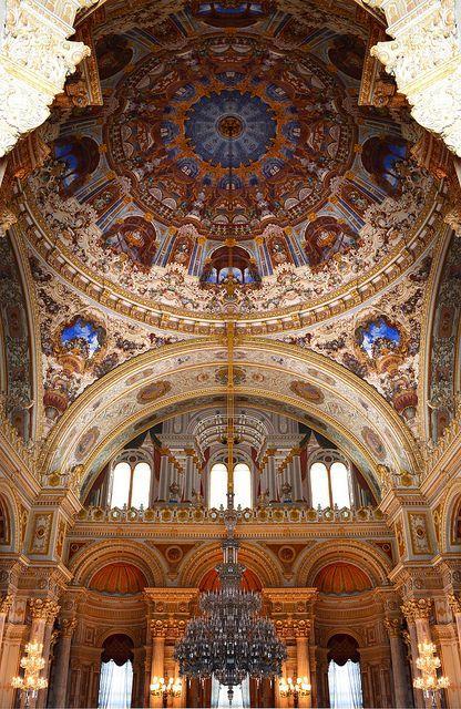 Chandelier, Dolmabahçe Palace, Istanbul, Turkey Photo by Remzsinas on Flickr