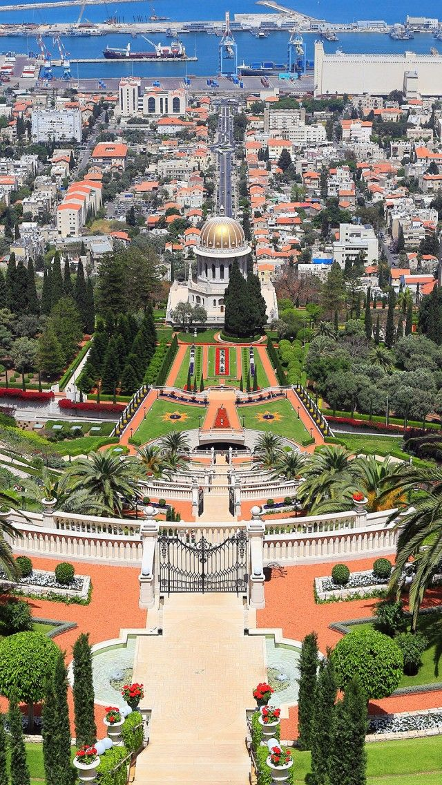 The majestic Baha'i Gardens in Haifa, Israel. Check out 10 things only a Haifan would do at TheCultureTrip.com. Click on the image to see them all!!(http://iphone.wallpaperswiki.com/haifa-israel/)