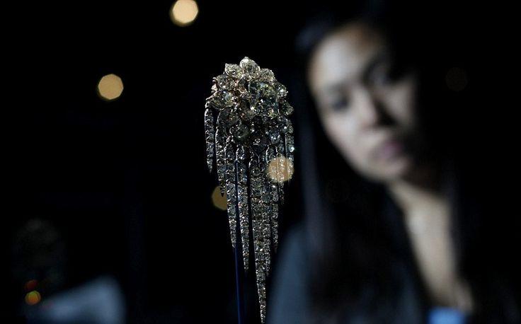 """Les joyaux de la couronne """" Reine Elisabeth II d'Angleterre """".  Broche Fringe de la reine Victoria"""