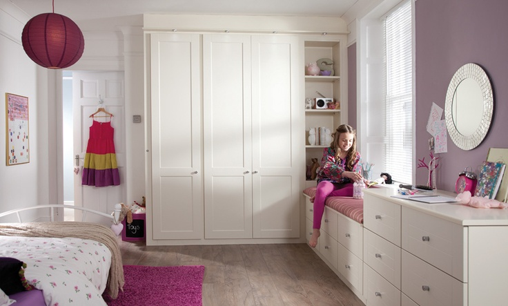 Childrens Fitted Bedroom Furniture: Lovely Girls Room With Cream Shaker Wardrobes.