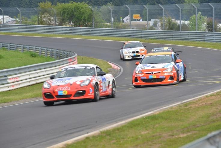 Opel beim 24-h-Rennen am Nürburgring: http://www.neuwagen.de/auto-industrie-news/4679-das-15-h-rennen-am-nuerburgring-2013--opel-ist-zurueck.html