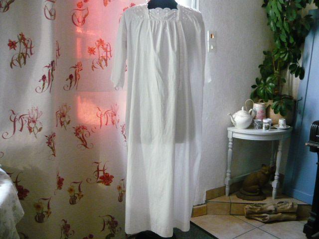 Linge ancien, antiquités, mercerie ancienne au Souffle d'Antan - Vêtements anciens - *Belle chemise de nuit d'allaitement * linge ancien blanc brodé main