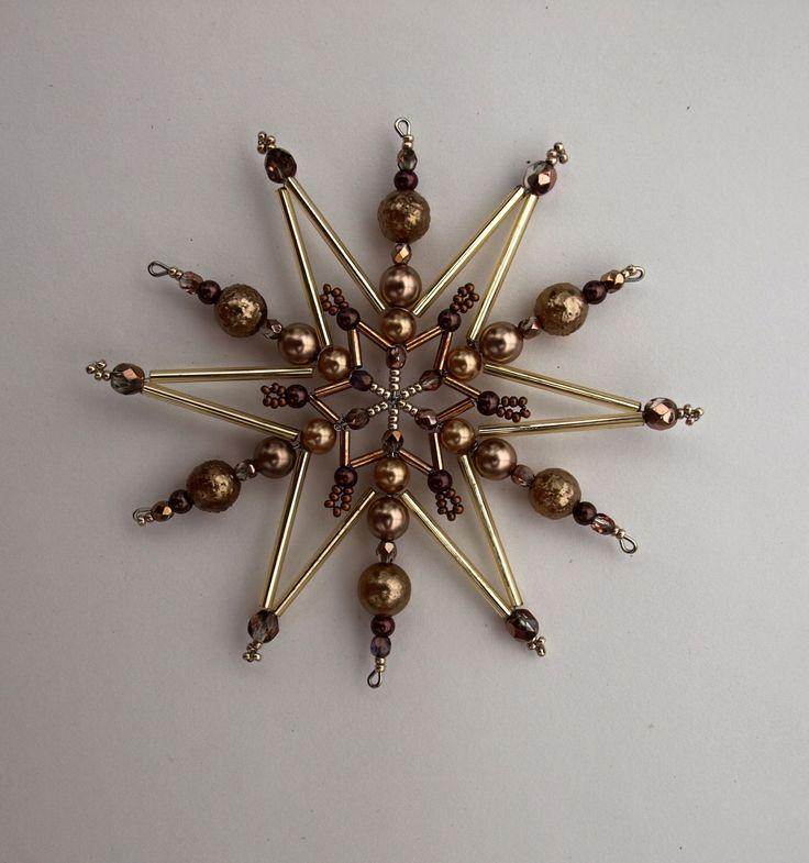 Vánoční hvězda z korálků ,,čokoláda ,,10,, Vánoční hvězdička z korálků a perliček na pevné drátěné konstrukci , velikost 11cm v barvách smetanová čokoládová