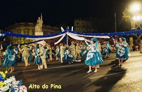 As festas de São João são ainda comemoradas em alguns países europeus católicos, protestantes e ortodoxos. Em algumas festas européias de São João são realizadas a fogueira de São João e a celebração de casamentos reais ou encenados, semelhantes ao casamento fictício que é um costume no baile da quadrilha nordestina. http://portuguesembadajoz.wordpress.com/2008/06/09/festas-dos-santos-populares-portugal-festas-juninas-brasil/