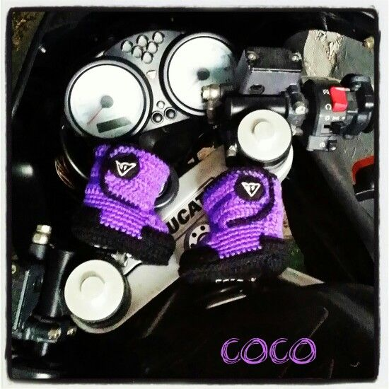 Facebook/cocogorros  Instagram/cocogorros Pinterest/cocogorros Cocogorros@gmail.com Botas moteras para bebé de ganchillo #moto #moteras #botas #dainese #beautiful #bebe #handmade #handcraft #lana #ganchillo #ducati #perdonalized #cocogorros #coco @cocogorros