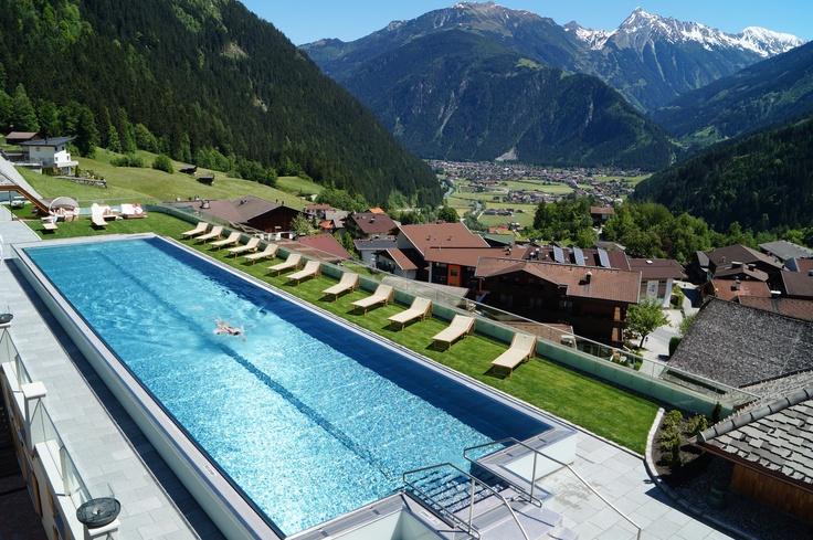 25m Sportschwimmbecken im STOCK resort