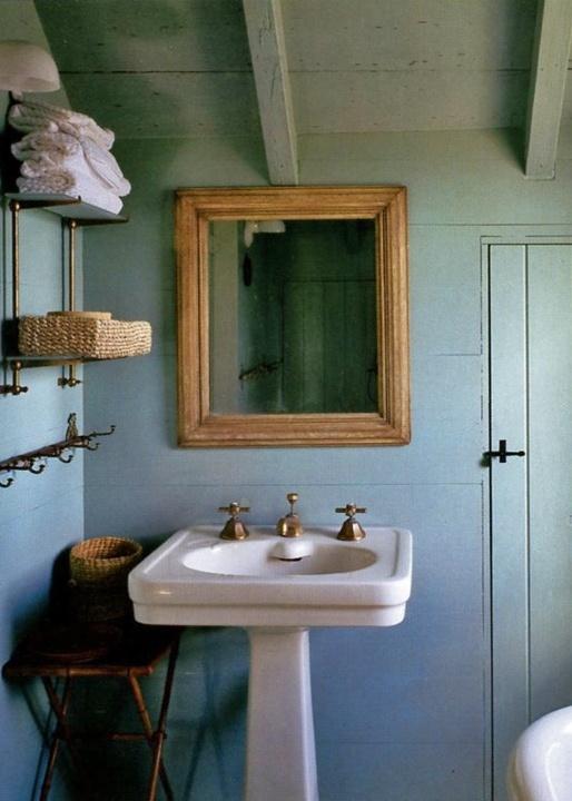A soft colour, like CIL English Meadows / Prés anglais 10GY 58/105, painted on both the walls and ceiling creates unity in this rustic bathroom. #CILserenity ----------------- Une couleur douce, telle que Prés anglais (10GY 58/105) de CIL, appliquée aux murs et au plafond crée l'harmonie dans cette salle de bain rustique. #CILserenity