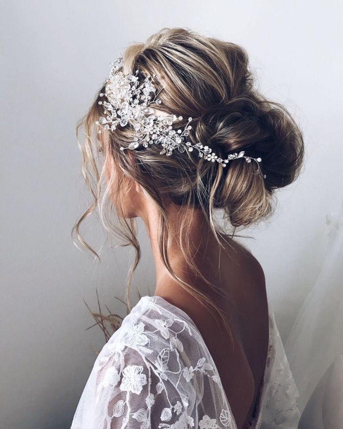 1001 Idees Et Tutoriels Pour Faire Un Chignon Boheme Chic Coiffure Cheveux Mi Long Mariage Coiffure Mariee Boheme Chignon Bas Mariage