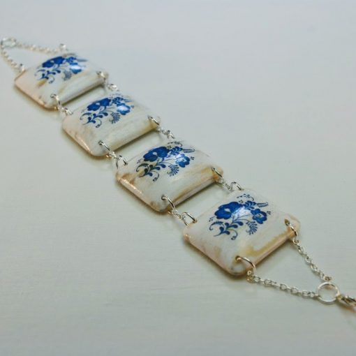 Drevený náramok – Motív modranský, bielo-modrý
