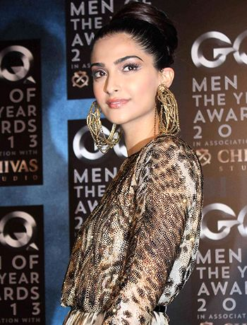 Sonam Kapoor to compromise with style and costume for Khoobsurat! - http://www.bolegaindia.com/gossips/Sonam_Kapoor_to_compromise_with_style_and_costume_for_Khoobsurat-gid-36389-gc-6.html