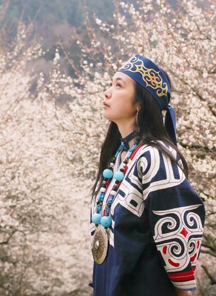 Riwkakant: Ainu Woman, Japan   Toko Emi