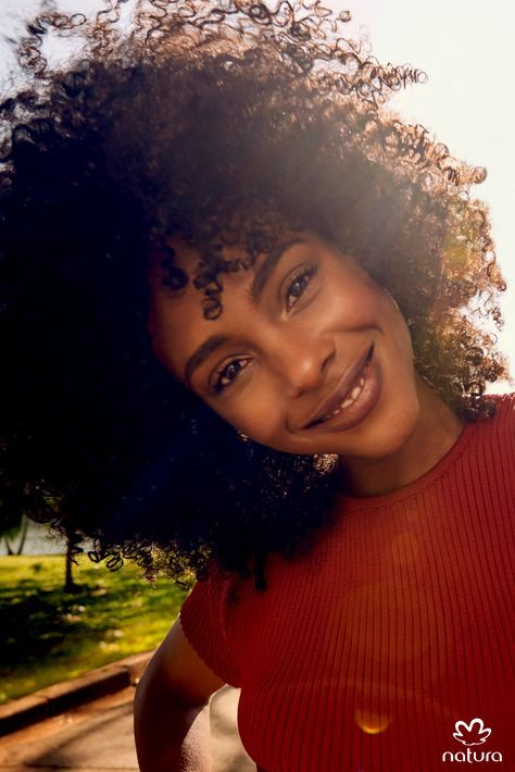A beleza de cada cabelo está no cuidado diário. Nossos produtos têm tecnologia para tratar, reconstruir e manter os fios lindos e saudáveis. | Grab your multicultural products at http://www.beautycoliseum.com