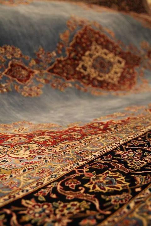 Доподлинно неизвестно, являются ли иранские народности первыми создателями ковров, но именно в Персии искусство их изготовления достигло высочайшего уровня еще в древности. Эта традиция пережила века и сохранилась по сей день. http://stylishnest.ru/category/kollekcija-persia/