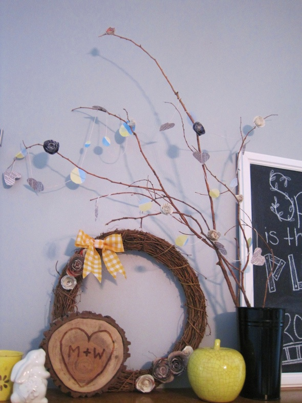 Easy (free) spring and summer mantle decor idea!