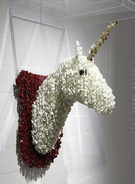 Unicorn head made from suspended buttons... WOW!!!!!!  http//www.augustoesquivel.com