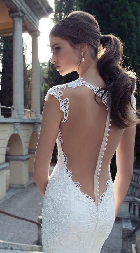 I don't normally post wedding stuff, but this is gorgeous! #weddingdress