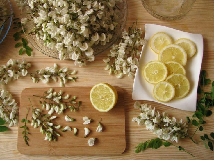 Ismered a virágzó akácfák mézes, fűszeres illatát? Na ezt a tavaszi érzést palackba zárhatod és egész évben bármikor előveheted, ha most szedsz a virágokból és...