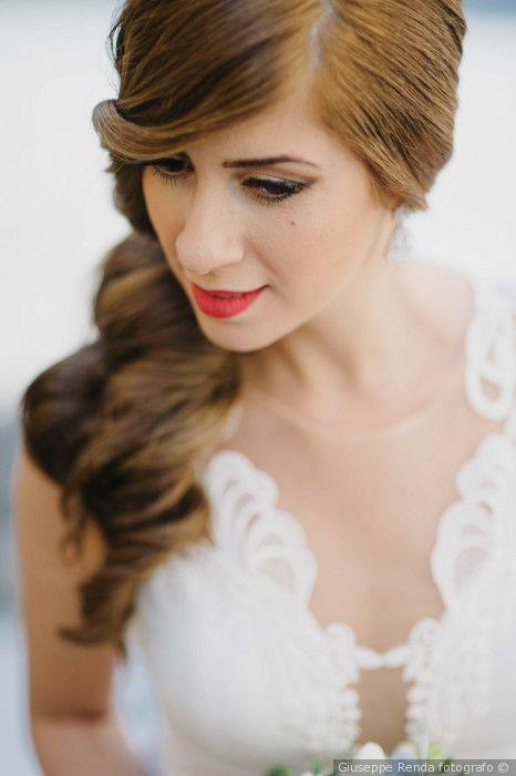 Trucco sposa per il giorno del matrimonio: labbra rosse e eyeliner deciso: Make up per spose con occhi marroni