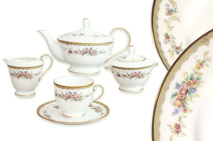Чайный сервиз из костяного фарфора на 6 персон «Наслаждение»      Бренд: Narumi (Япония);   Страна производства: Индонезия;   Материал: костяной фарфор;   Коллекция: Наслаждение;   Количество персон: 6;   Количество предметов: 17 шт;         Чайный сервиз из костяного фарфора на 6 персон «Наслаждение» состоит из 17 предметов:         6 чашек;      6 блюдец;      1 чайник с крышкой;      1 сахарница с крышкой;      1 молочник.          #bonechine #chine #diningset #teaset…