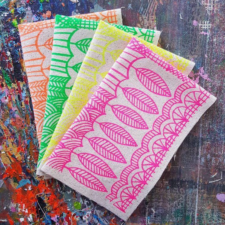 "315 Me gusta, 20 comentarios - Lu Summers (@lusummers) en Instagram: ""Freshly printed neons for an order on the print table today L💚VE"""