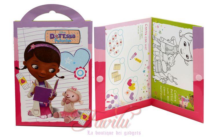 Disney Dottoressa Peluche Activity Book Album Creativo. All' interno di questa confezione a forma di valigetta con copertina glitterata e chiusura a velcro troverai tantissime schede  per stimolare la fantasia delle bambine