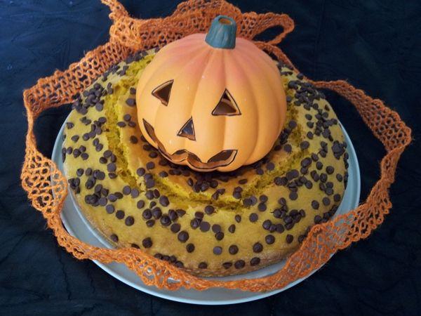 Ciambella autunnale alla zucca e gocce di cioccolato: una dolcissima torta autunnale che va bene anche per Halloween