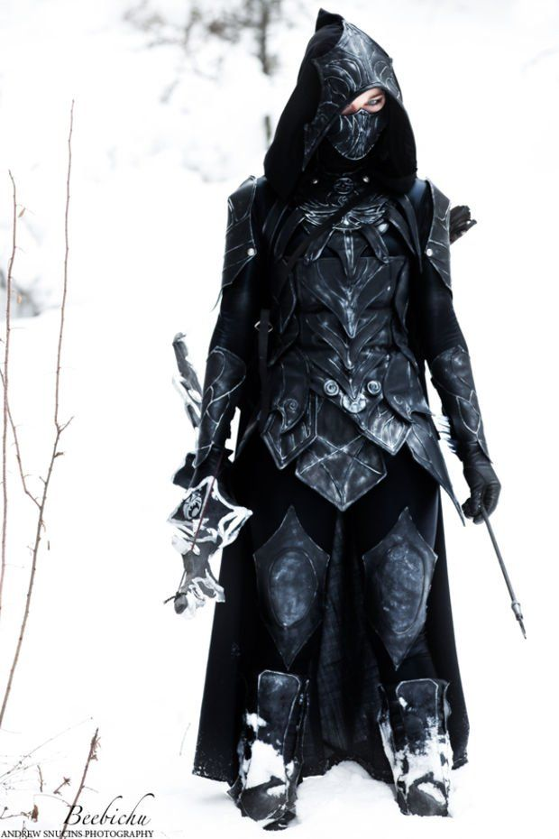 Cosplay all the things!, Skryim. Skyrim is starting to become my favorite game in terms of all the awesome cosplay that it's inspired. I was most impressed with the Dovahkiin Daedric armor cosplay, and the same goes for the Nightingale Armor created and modeled by Beebichu...