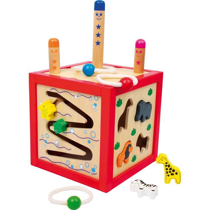 Cele 5 laturi ale acestui cub oferă o gamă bogată de jocuri pentru formarea deprinderilor motorii! Indiferent dacă va alege să introducă corect formele geometrice în spațiile corespunzatoare sau va învârti nasul cainelui, micuțul se va bucura de această jucărie! #woodentoys #montessori #kidstoys #jucariidinlemn #jucariionline#jucariieducative #activitycube