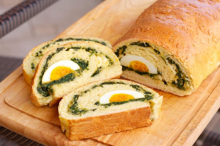 The Food Channel decorative spinach strudel stuffed with cheese and boiled eggs 15