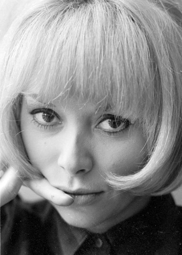 Mireille Darc Nude Photos 39