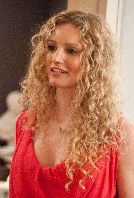 Suzzanah Lipscomb. Beautiful hair. Intelligent mind. (With