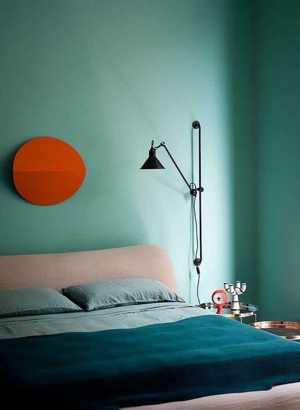 The color wheel is a basic tool for decorating, especially for beginners. In this easy, step-by-step guide, find the colors that work for you and with each other. Mix and match color schemes that work. Here are the basics and most common strategies, along with tips on how to navigate the wheel to get the perfect paint job.