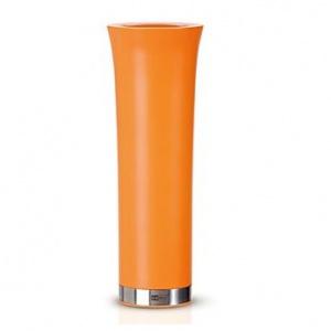 Door de oranje pepermolen te kantelen activeer je het elektrische maalwerk. Wanneer je deze terugdraait, vallen de restjes niet op de tafel. Deze oranje molen is voorzien van keramisch maalwerk wat hem ook geschikt maakt voor zeezout. De grofheid van de maling van de peper of zout korrels kun je zelf instellen.