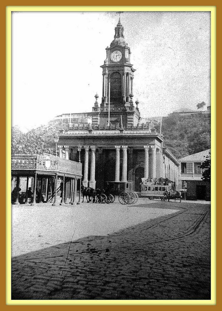 """https://flic.kr/p/91bKQL   Valparaiso, la Iglesia del Espiritu Santo en la epoca posterior a la Guerra Civil de 1891   la iglesia del Espíritu Santo era, ante todo, """"la iglesia de los cuatro relojes"""", cada uno dando las horas en una dirección distinta, en cada uno de los cuatro costados de la torre. En el perdido paisaje, hoy reemplazado por otro que no tiene nada que ver, su torre se levantaba como un faro sobre las copas de los árboles de la plaza, embellecía el entorno, nos hací..."""