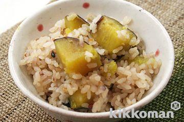 さつまいもの炊き込みご飯のレシピをご紹介。さつまいもと米を使って簡単お手軽に調理できます。炒め物や煮物から揚げ物まで様々な献立レシピを簡単検索!お弁当や健康(ダイエット)レシピもご用意しています。キッコーマンのレシピサイト【ホームクッキング】