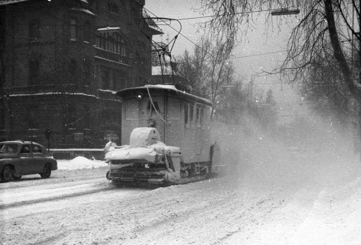 1963. Zugló, Thököly út. Balra az Ilka utca torkolata.