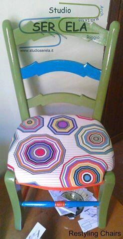 Piccola e allegra, è la mascotte dell' iniziativa Restyling chairs dello STUDIO SERELA.