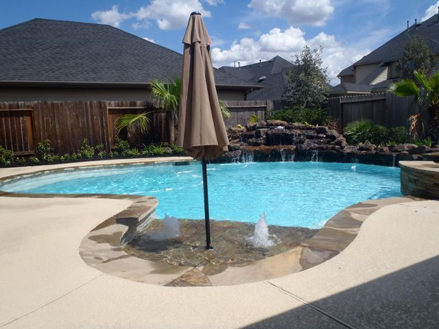 Cobalt custom pools photo gallery page houston for Pool design houston tx