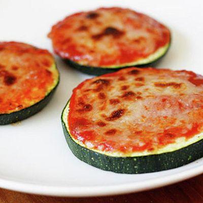 Zucchini Pizza Bites #recipe - perfect for a quick, easy snack