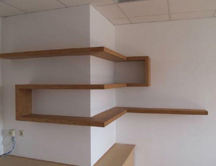 Простое решение создать обычные деревянные полки, в интересном исполнении, что однозначно создаст особенный интерьер.