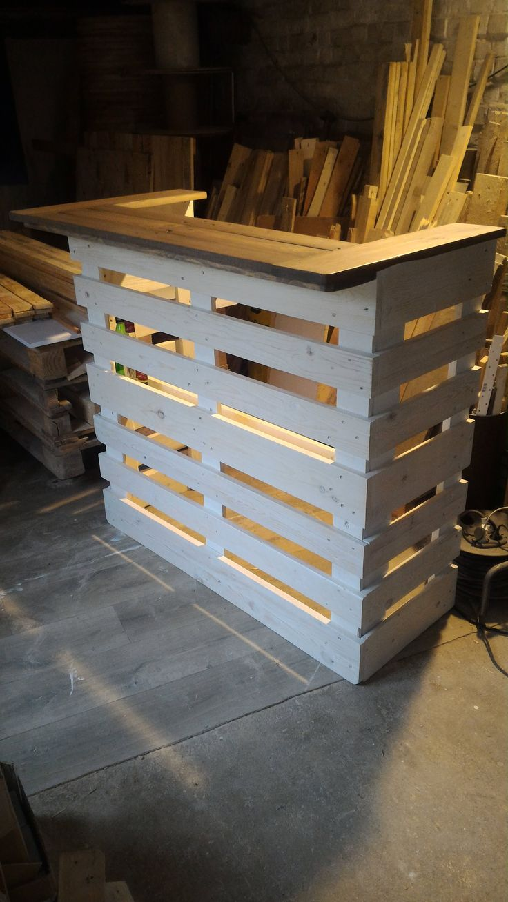 Amazing Pallet Console Bar  #console #palletbar #recyclingwoodpallets I built this console bar with recovered planks from three EURO pallets.   Projet réalisé avec des planches de 3 palettes EU neuves mais récupér...