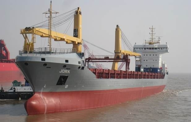 The delivery of Damen Combi Freighter 11000 took place in Shanghai, after successful trials held by Damen Shipyards Group and their partners Damen Shipyards Yichang. http://www.damen.nl/news/deliveries/2011/07/cf-11000-stade