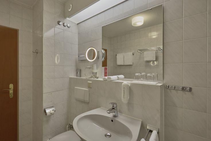 Bad im Komfort Zimmer vom H4 Hotel Mannheim